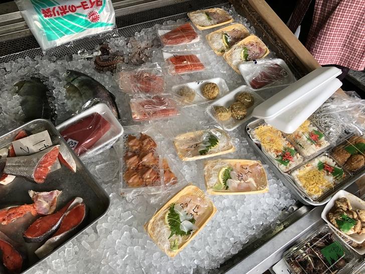 日下鮮魚店店内の氷