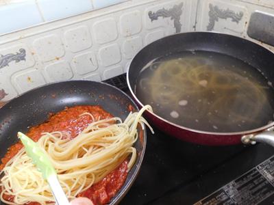 パスタとトマトソース
