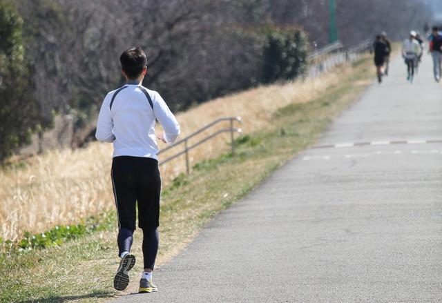 川原沿いをジョギング