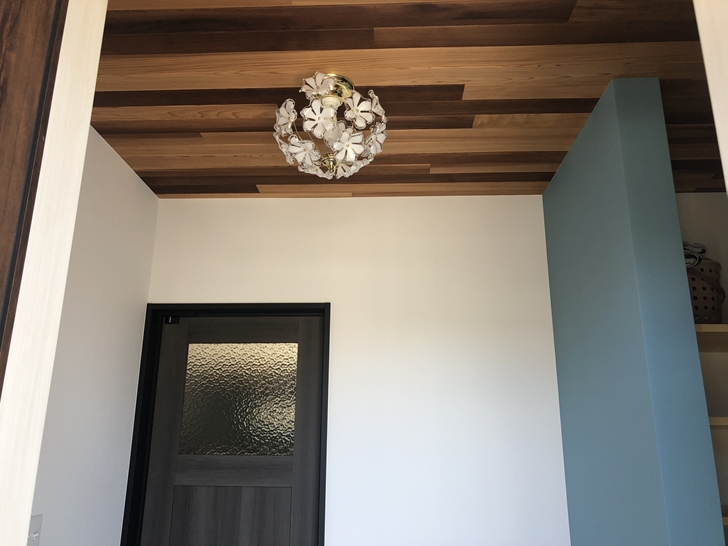 玄関ホール照明1